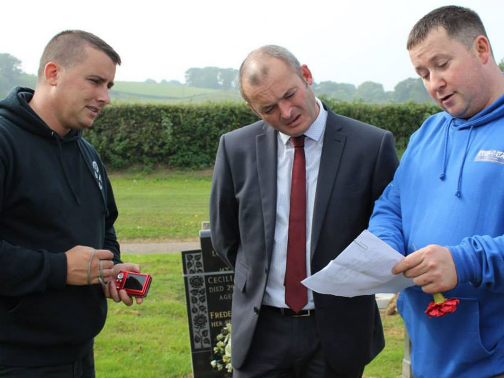 Cllr Aaron Shotten visits the Remember our Heroes team